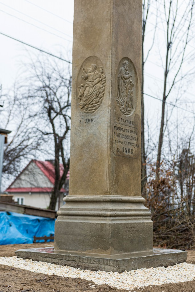 Kapliczka w Grabnie po renowacji - postument