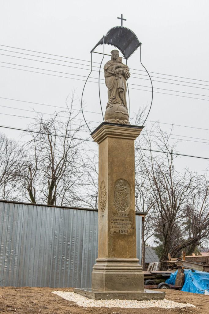Kapliczka w Grabnie po renowacji - cała figura