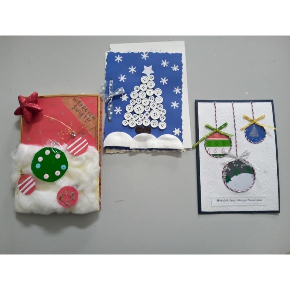 Kartki z motywami bożonarodzeniowymi wykonane przez dzieci