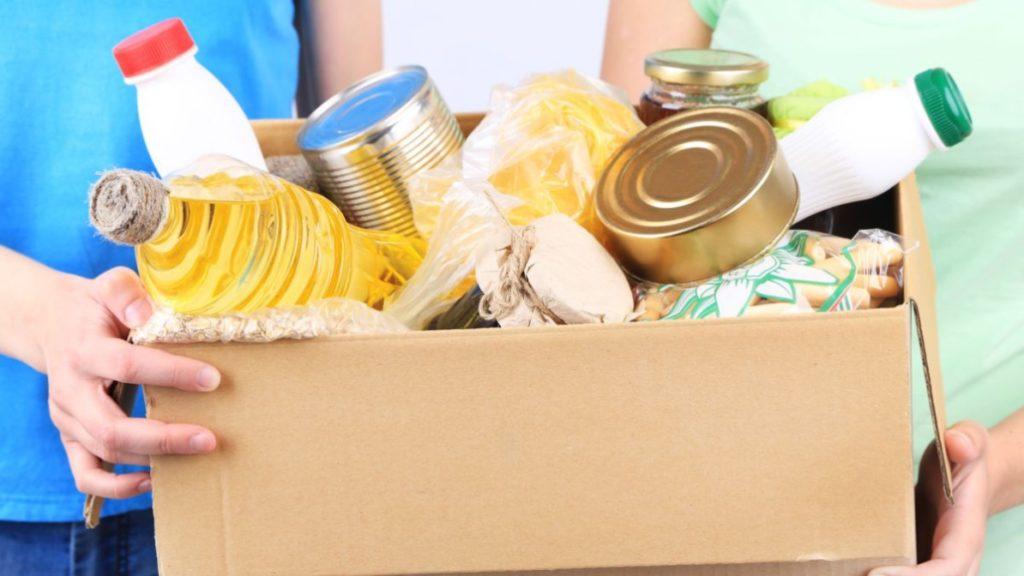 Zdjęcie z produktami żywnościowymi w kartonie