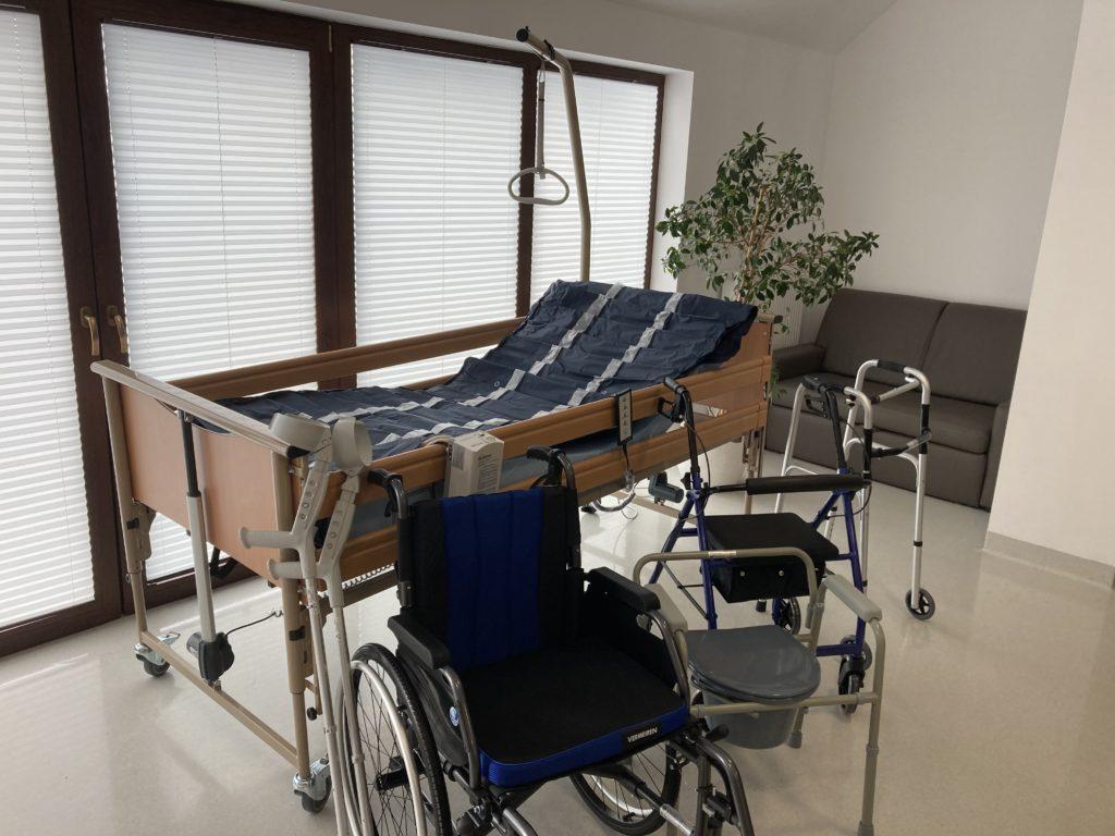 Zdjęcie ze sprzętem do rehabilitacji