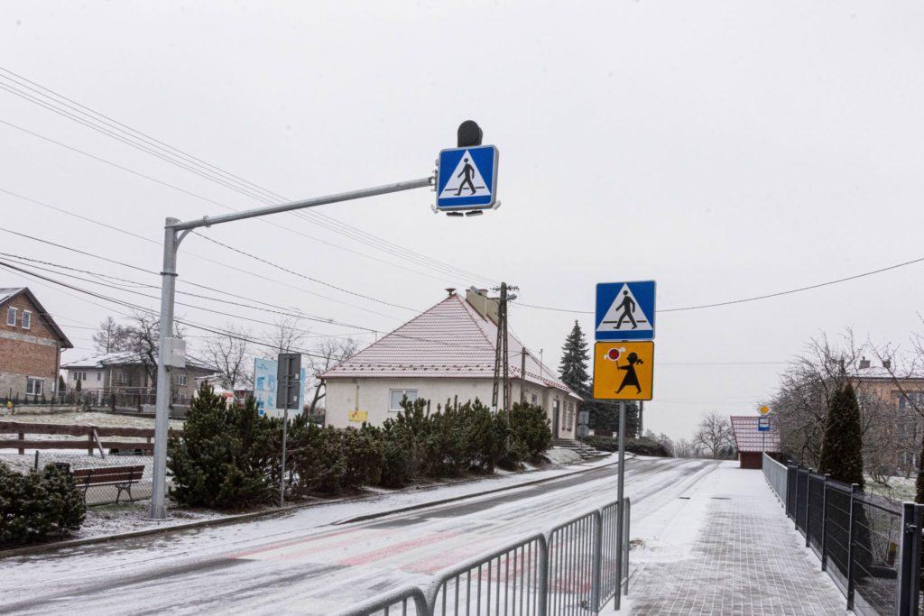 Sygnalizacja świetlna przy przejściu dla pieszych na Milówce.