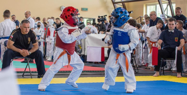 Młodzi karatecy w hołdzie Cichociemnym. Turniej karate kyokushin w Wojniczu