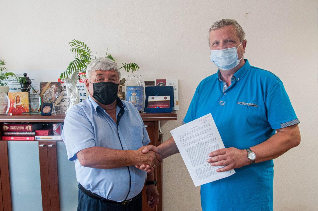 Podpisano umowę na budowę chodnika w Wojniczu